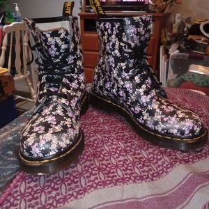 Dr Martens Air Wair Black Floral Leather Boots 7
